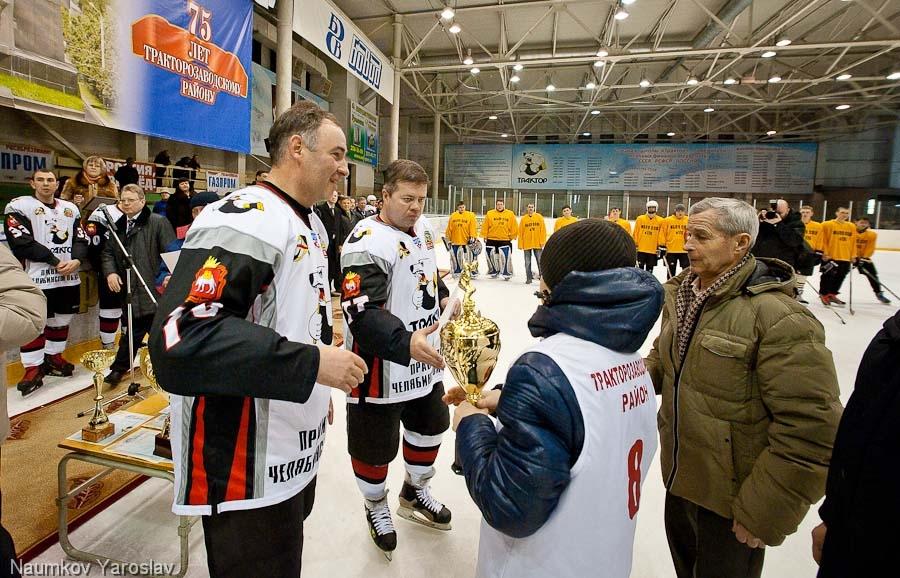 Сюрпризом для всех поклонников хоккея стала игра сборной дворовых клубов Тракторозаводского район