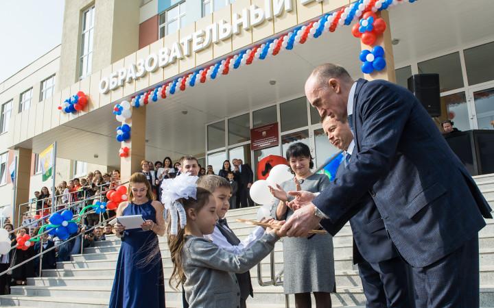 Новый образовательный центр № 4, рассчитанный на 1100 учеников, открылся в микрорайоне Ньютон Чел