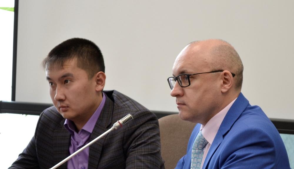 Заседание прошло в Законодательном Собрании области, за круглым столом подняли вопрос о проблеме