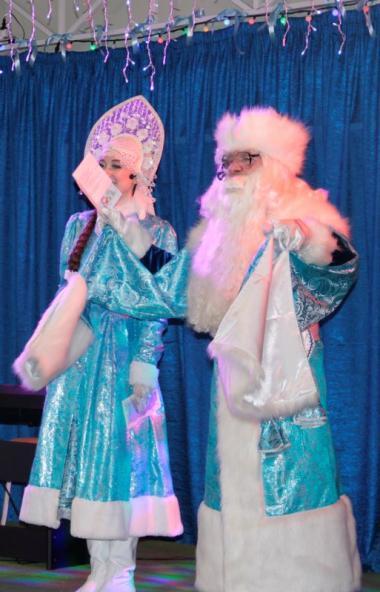 В Златоустовском театре «Омнибус» (Челябинская область) прошла Рождественская ёлка губернат