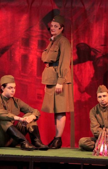 В Златоустовском драматическом театре «Омнибус» состоялась премьера театрализованного представлен