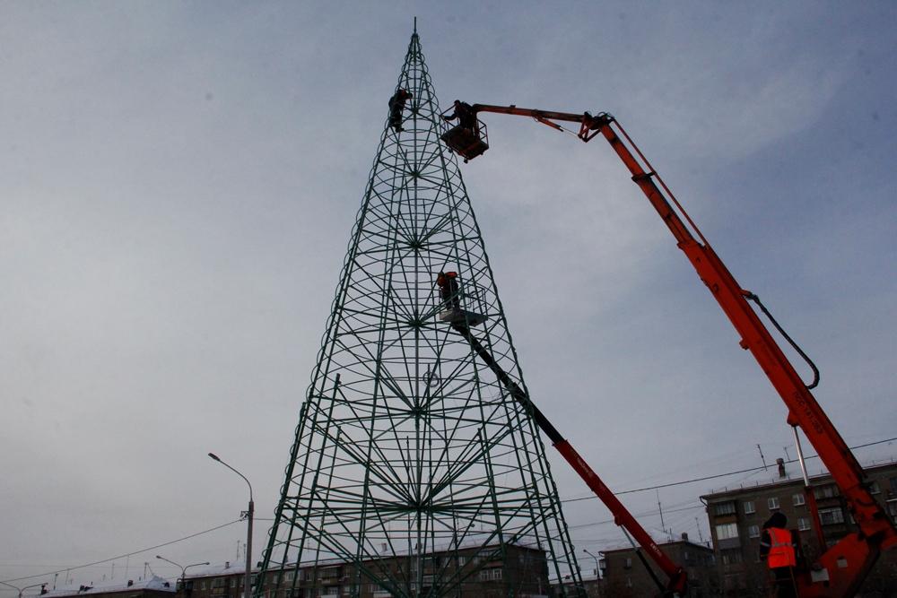 Конструкция была приобретена городской администрацией у московского производителя. «Ель лишь