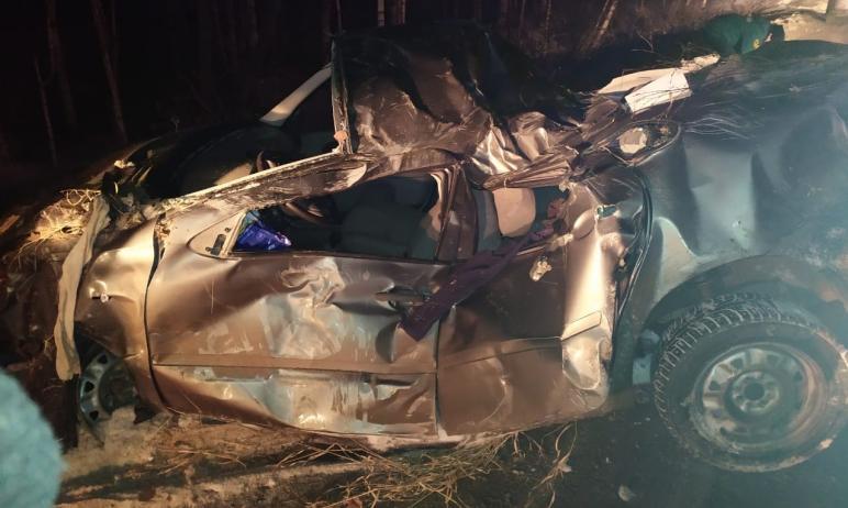 В Челябинской области 19-летний водитель машины «Лада Калина» погиб, вылетев с дороги и врезавшис