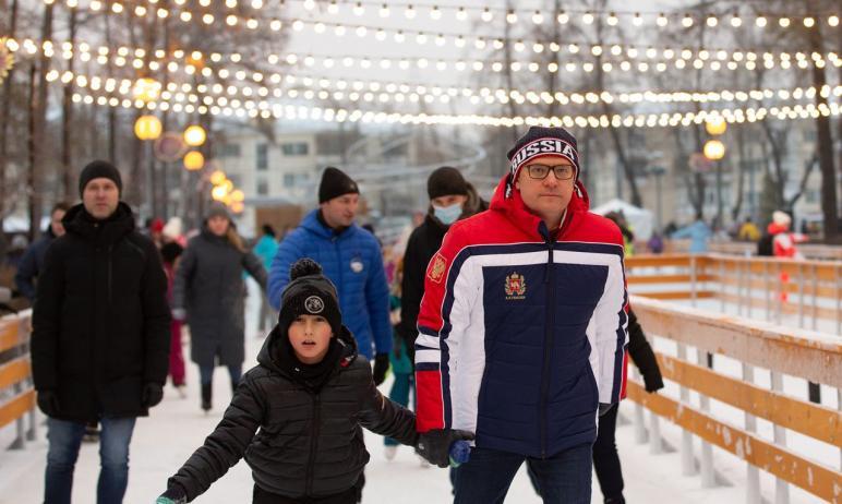 Губернатор Челябинской области Алексей Текслер в субботу, пятого декабря, открыл каток в парке им