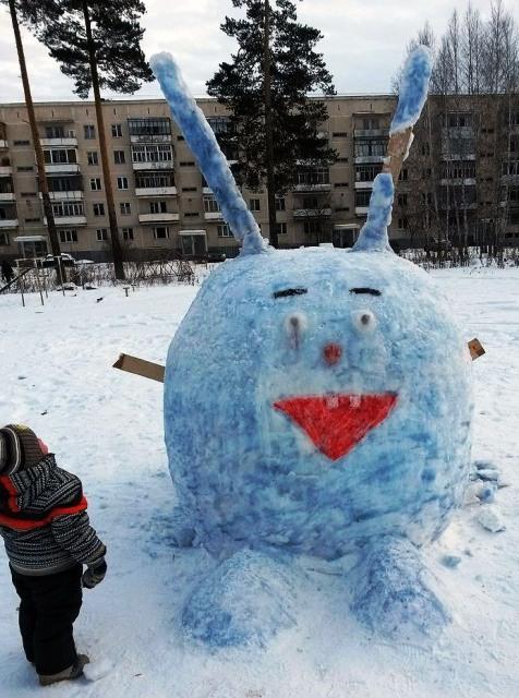 Разгромленным снежный городок обнаружили утром 24 декабря. «В ДОСе на стадионе