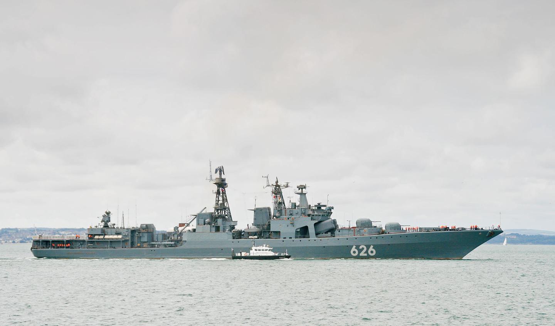 Как сообщается в пресс-релизе Министерства обороны России, российский фрегат получил сигнал бедст