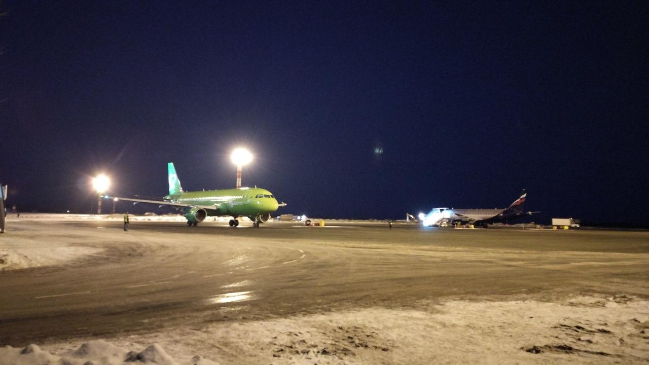 Аэропорт Челябинска, закрытый из-за неблагоприятных погодных условий, не будет принимать и отправ