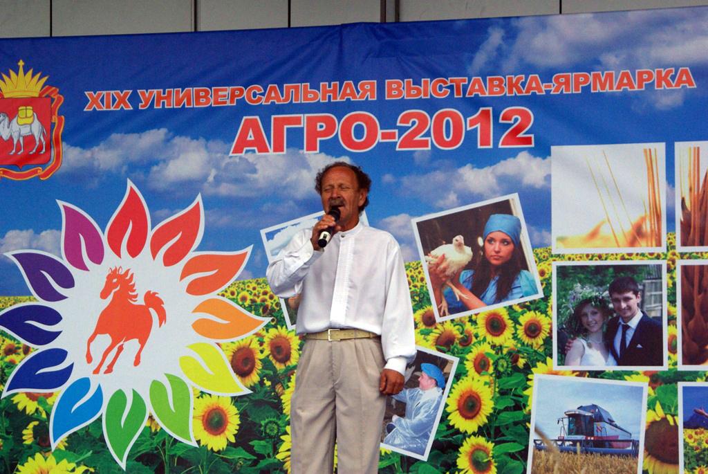 Приветствуя участников выставки, губернатор Михаил Юревич отметил, что благодаря достижениям сель