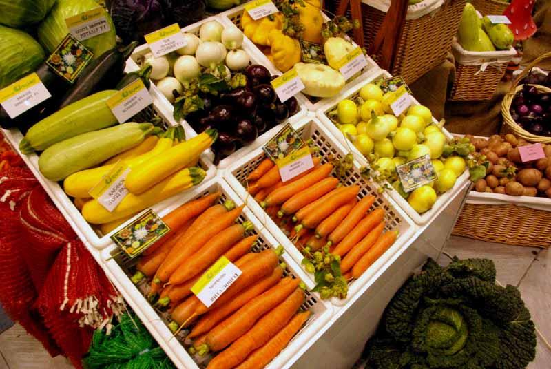 В этом году торговля овощами от производителей организована почти в двух десятках точек во всех р