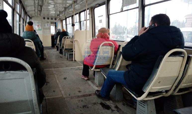 В Челябинске появился первый трамвай с валидаторами - электронными устройствами, с помощью которы