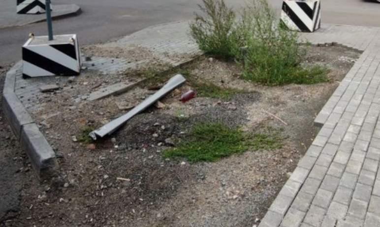 В Челябинске на территории у МФЦ на улице Труда обнаружено нарушенное благоустройство, которое не