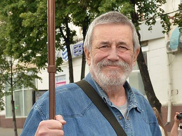 В 1977 г. Алексей Лейкин окончил кафедру театральной режиссуры ЧГИИК. С 1977г. по 1990г. там же п