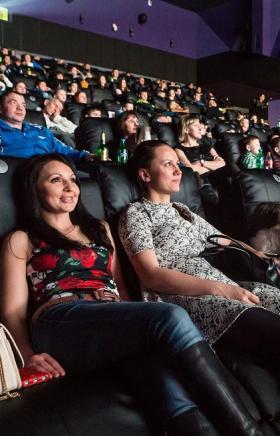 Кинотеатр «Этаж» сменил формат и стал таким же мягким как в «Мегаполисе» и «Алмазе». Все кинозалы
