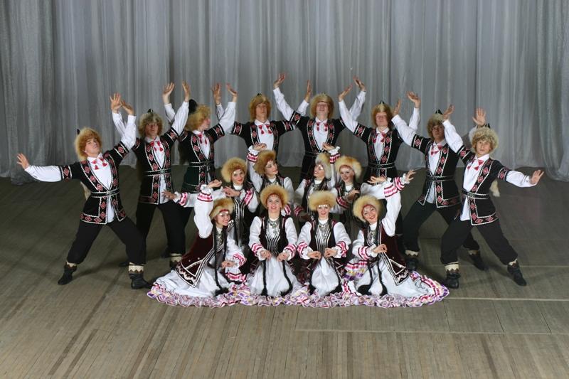 Основу репертуара «Урала» составляют хореографические композиции и жанровые картины на основе сам