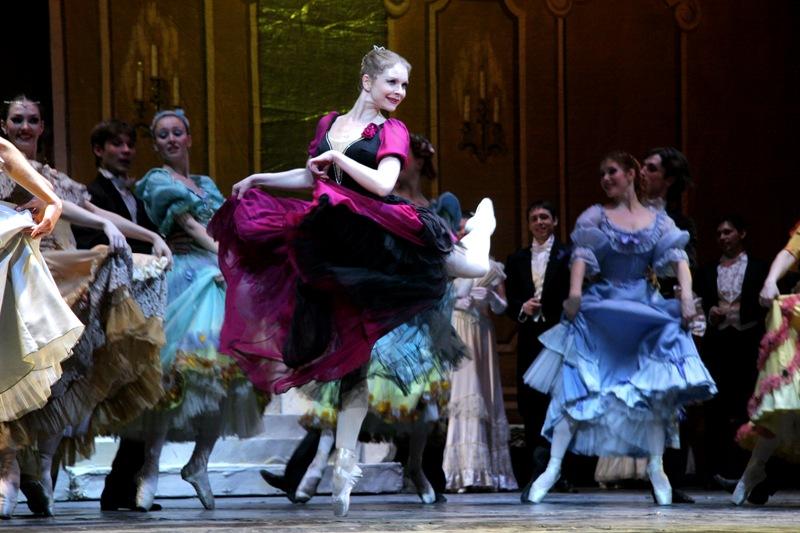 Орден балерине вручила президент фонда Наталья Корзун на заключительном гала-концерте фестиваля «