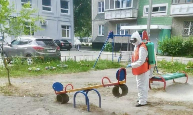 Челябинские коммунальщики возобновили санитарную обработку дворовых территорий и подъездов многок