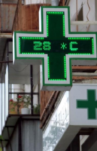 В Челябинске возбуждено уголовное дело по факту вооруженного налета на аптеку. Мужчина в медицинс