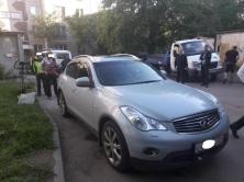 В Калининском районе города Челябинска судебные приставы арестовали престижную иномарку за долг б