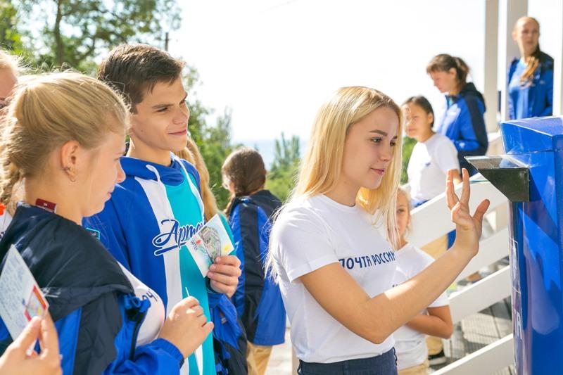 Челябинская школьница Анна Мацына поедет в Артек почтовым комиссаром. Доставку корреспонденции вм