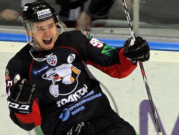 Евгений Кузнецов является воспитанником хоккейной школы «Трактор». В Континентальной хоккейной ли