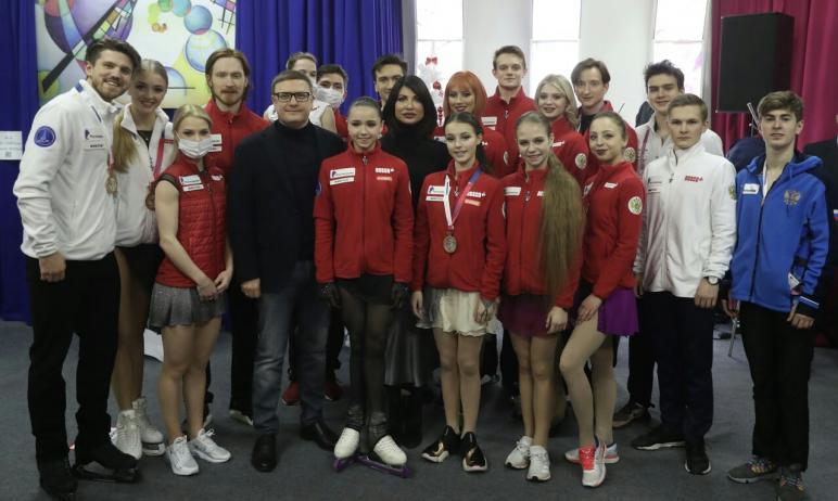 Губернатор Челябинской области Алексей Текслер вместе с супругой Ириной сегодня 27 декабря, встре