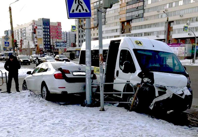 Авария произошла 15 января на пересечении улиц Братьев Кашириных и Академика Макеева. Как
