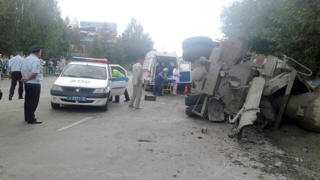 Спасатели златоустовского отряда областной службы выезжали на ДТП, произошедшее на перекрестке ул