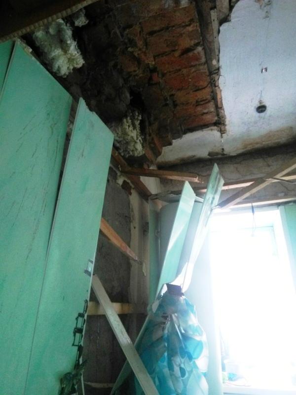 Ситуацией с обрушением потолка в аварийном доме № 25 по улице Карла Маркса в городе Юрюзани (Челя
