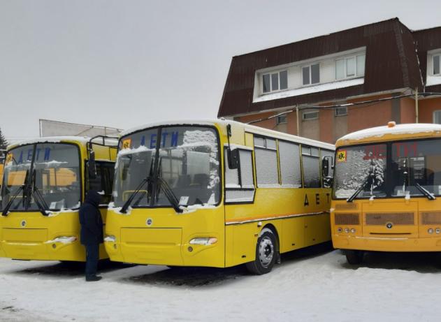 Челябинская область получила девять школьных автобусов. Сегодня, 27 декабря, новые транспортные с