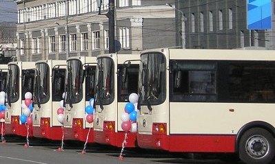 Автобусы маршрутов №18 (железнодорожный вокзал – улица Чичерина), № 64 (железнодорожный вокзал -