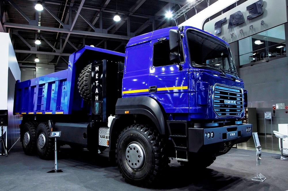 Среди новинок выставки – автомобиль «Урал-6370» с двигателем на метане, а также новое специальное