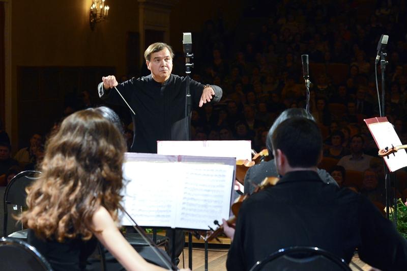Музыканты оркестра челябинской филармонии под управлением заслуженного артиста России Адика Абдур