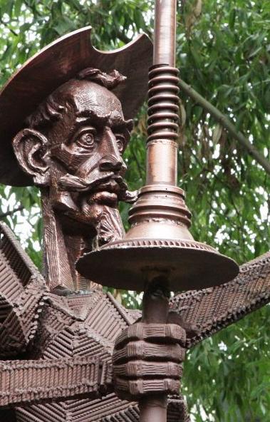 Памятник герою романа Сервантеса Дон Кихоту открылся в День знаний, 1 сентября, на территории лиц