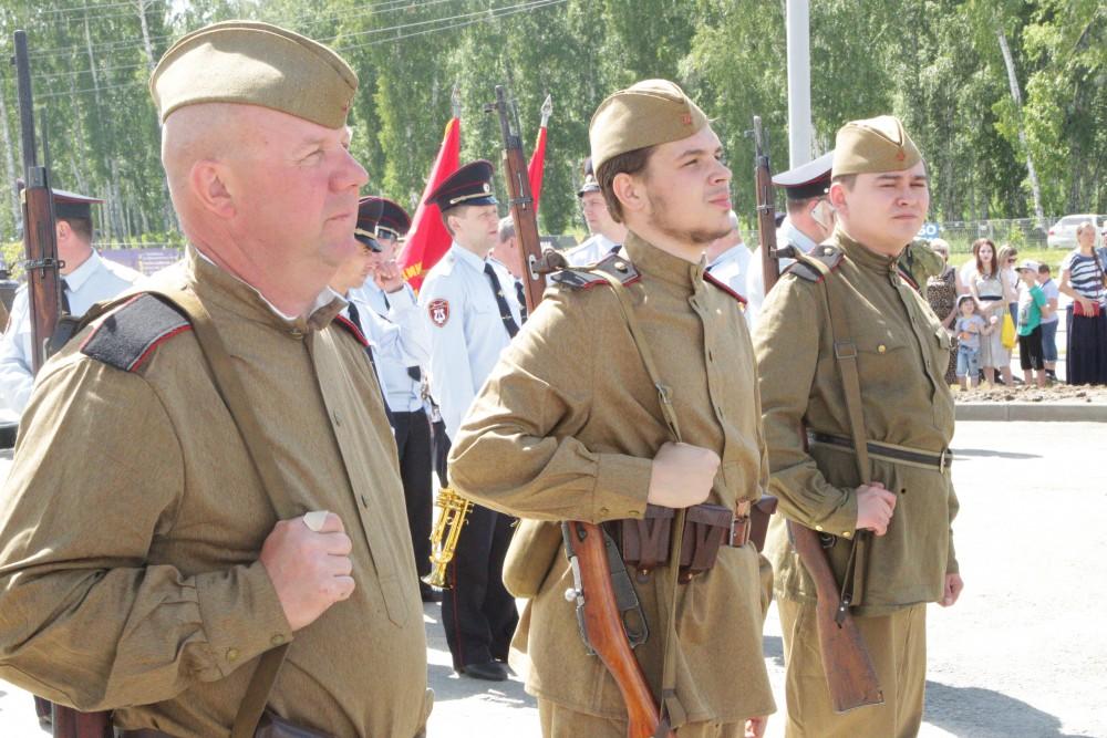 В Челябинске открыли памятник «Защитникам Отечества от благодарных потомков»
