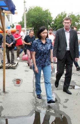 Сегодня, 23 июля, на северо-западе Челябинска начался демонтаж незаконных киосков, которые распор