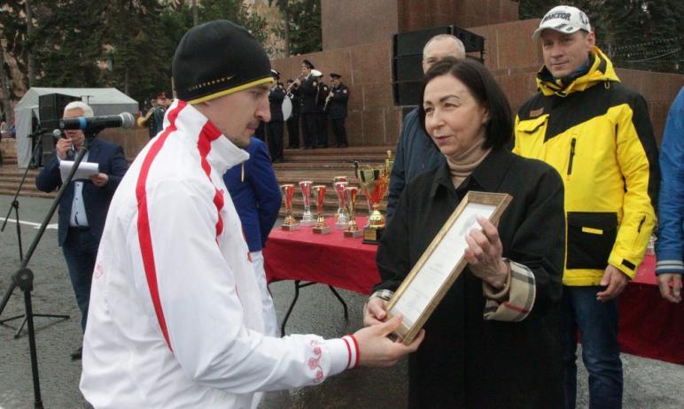 Сегодня, 2 мая, в Челябинске на площади Революции дан старт 88-ой легкоатлетической эстафете, 67-