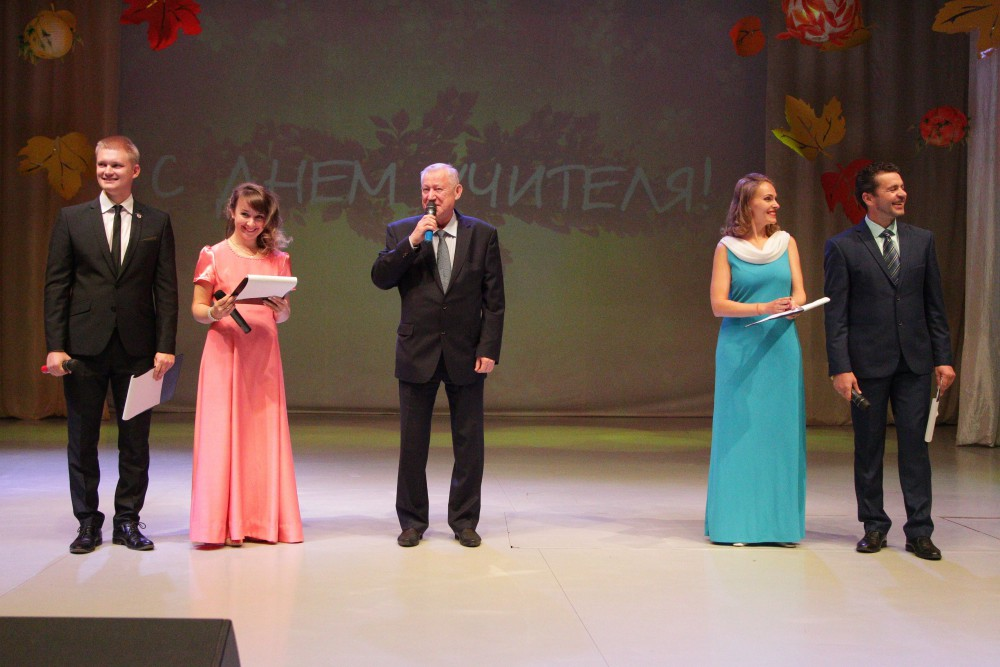 В Челябинске вчера, четвертого октября, накануне Дня учителя, состоялся торжественный прием руков