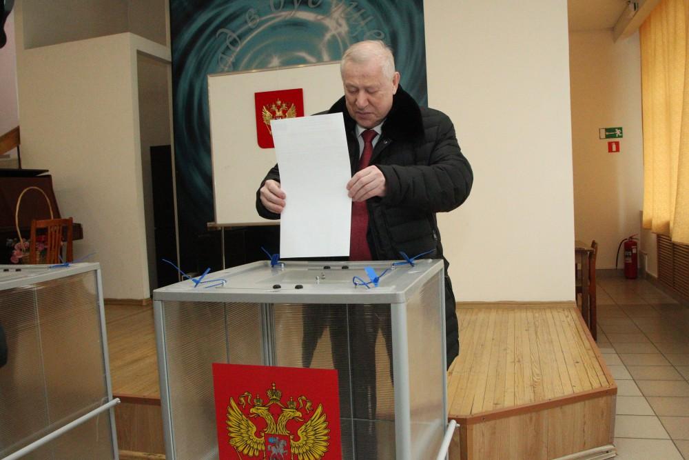 «Я всегда голосую по месту жительства, и сегодняшние выборы не стали исключением, - рассказал Евг