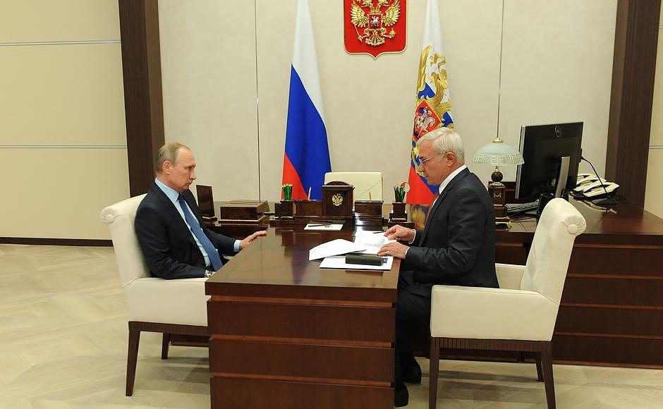 Как сообщает пресс-служба Кремля, на встрече обсуждались итоги работы предприятия и планы на перс