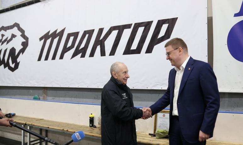 Губернатор Челябинской области Алексей Текслер побывал в хоккейной школе «Трактор» и поздравил с