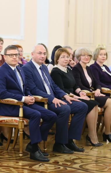 В Челябинске полсотни лучших педагогов региона получили дипломы лауреата премии губернатора Челяб