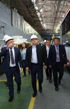Глава Челябинской области Алексей Текслер предложил руководству Усть-Катавского вагоностроительно
