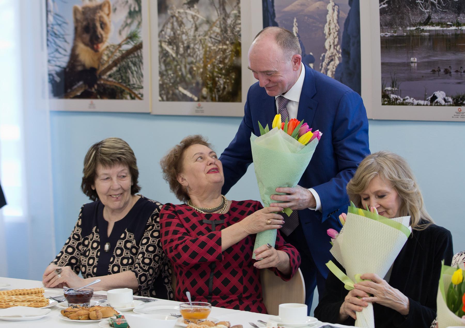 Губернатор Борис Дубровский встретился с женским активом ветеранов Челябинска. В неформальной обс