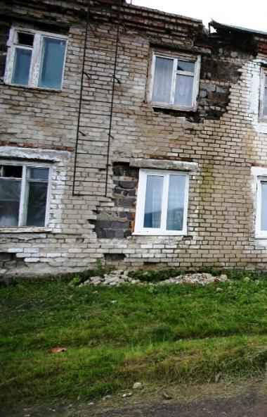Глава Челябинской области Алексей Текслер поручил специальной комиссии провести осмотр аварийных
