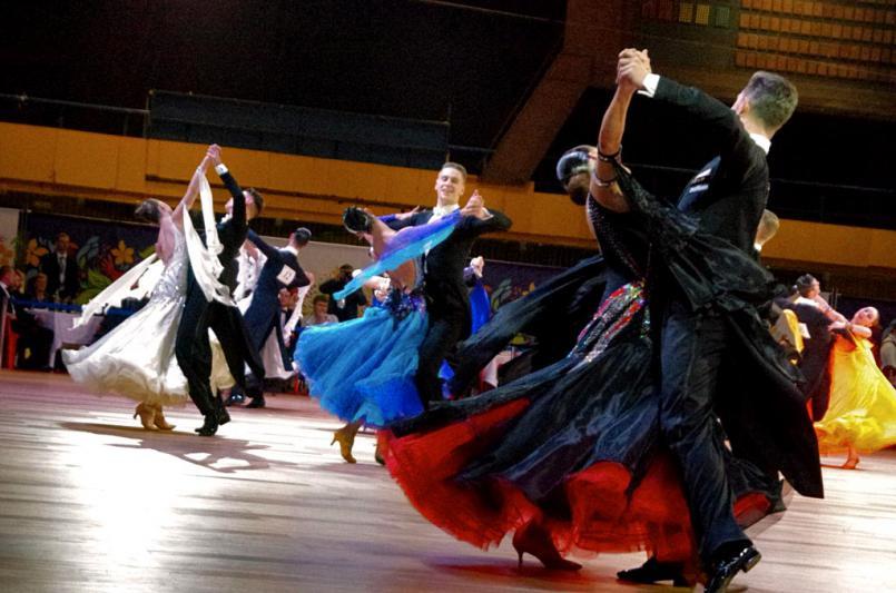 Среди лидеров Кубка губернатора по бальным танцам пары – Дмитрий Верахин и Полина Слинькова («зол
