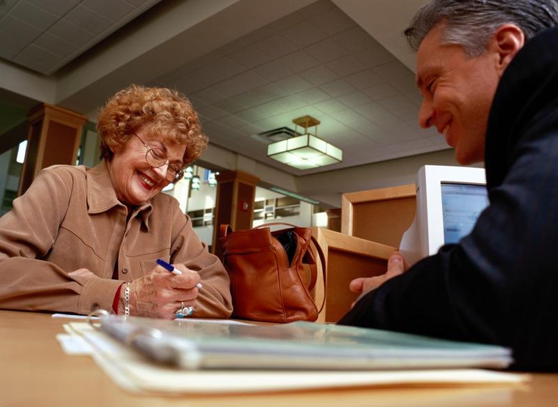 В среднем размер социальной пенсии увеличится на 529,84 рубля и составит пять тысяч 688,95 рублей