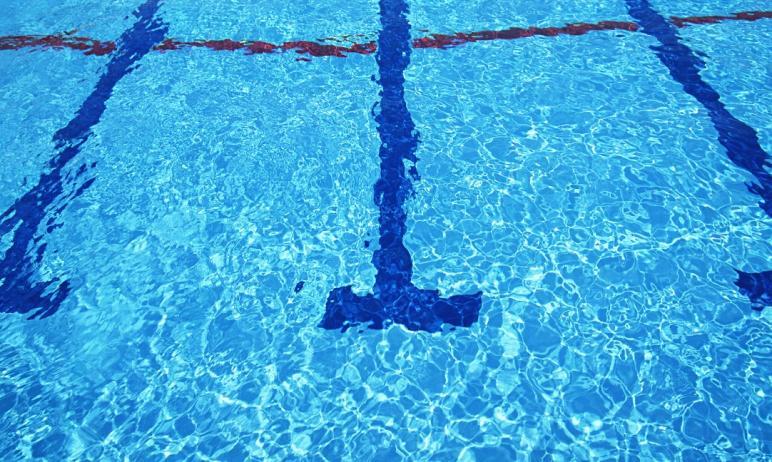 В Челябинске следователи устанавливают причины смерти 64-летней женщины. Она скончалась в бассейн