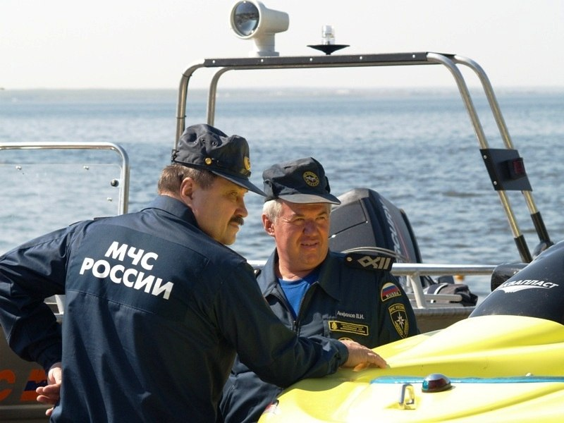 В Челябинске вчера, 11-го июля, матросы-спасатели пришли на помощь двум попавшим в беду детям.