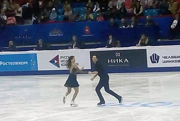 Победителями в короткой программе среди танцевальных дуэтов стали олимпийские чемпионы 2014 года