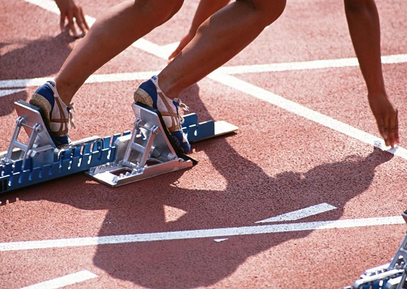 В соревнованиях приняли участие 676 юных легкоатлетов из 60 регионов России. Юноши и девушки разы